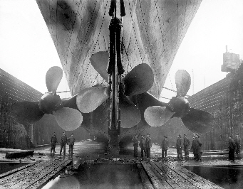 RMS Titanic - Propellor Installation